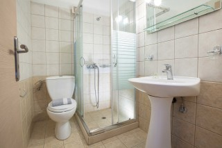 Two-room Apartment libre shower area